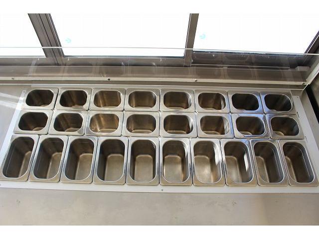 移動販売車 キッチンカー ケータリングカー 3槽シンク 給水タンク リチウムイオンバッテリー 1500Wインバーター 冷蔵庫 換気扇 電気温水器 電気殺菌庫 ステンレスバット 販売窓 ステップ 収納(13枚目)