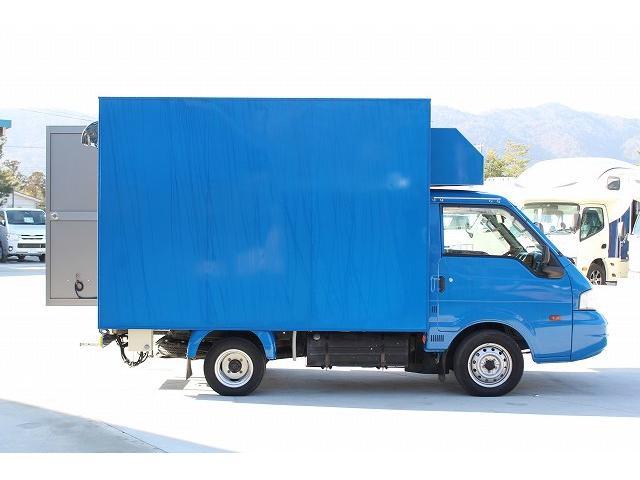 移動販売車 キッチンカー ケータリングカー 3槽シンク 給水タンク リチウムイオンバッテリー 1500Wインバーター 冷蔵庫 換気扇 電気温水器 電気殺菌庫 ステンレスバット 販売窓 ステップ 収納(31枚目)