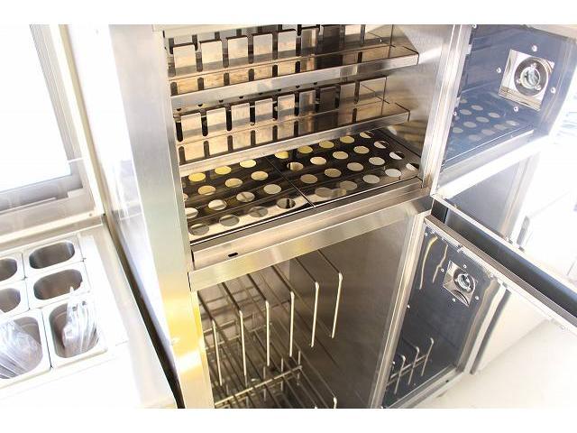 移動販売車 キッチンカー ケータリングカー 3槽シンク 給水タンク リチウムイオンバッテリー 1500Wインバーター 冷蔵庫 換気扇 電気温水器 電気殺菌庫 ステンレスバット 販売窓 ステップ 収納(50枚目)
