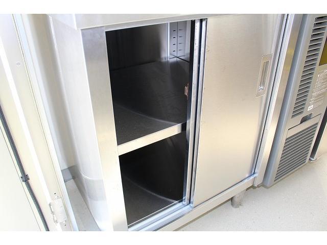 移動販売車 キッチンカー ケータリングカー 3槽シンク 給水タンク リチウムイオンバッテリー 1500Wインバーター 冷蔵庫 換気扇 電気温水器 電気殺菌庫 ステンレスバット 販売窓 ステップ 収納(56枚目)