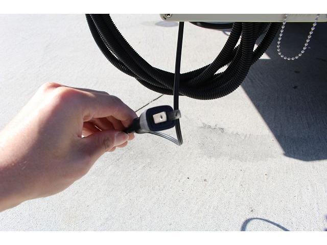 移動販売車 キッチンカー ケータリングカー 3槽シンク 給水タンク リチウムイオンバッテリー 1500Wインバーター 冷蔵庫 換気扇 電気温水器 電気殺菌庫 ステンレスバット 販売窓 ステップ 収納(60枚目)