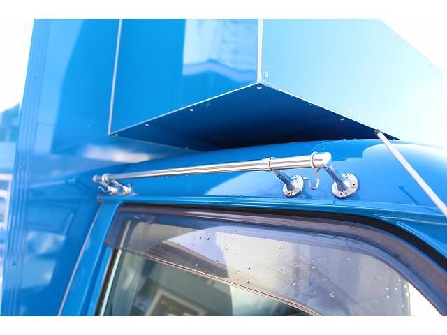 移動販売車 キッチンカー ケータリングカー 3槽シンク 給水タンク リチウムイオンバッテリー 1500Wインバーター 冷蔵庫 換気扇 電気温水器 電気殺菌庫 ステンレスバット 販売窓 ステップ 収納(71枚目)