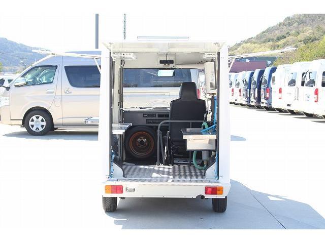 移動販売車 キッチンカー ケータリングカー 軽貨物4ナンバー登録車 1槽シンク LPG用給湯器 ポンプ ミニファン 販売カウンター 開口口3か所 AT 常時ミラーモニター アルミフロア 照明 作業台(27枚目)