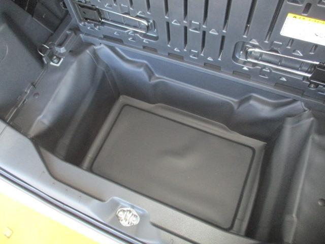 大容量!!深底ラゲージアンダーボックス!デッキボードの下には大容量の収納スペース☆☆ボードを跳ね上げて固定をすれば、背の高い荷物も積められます!