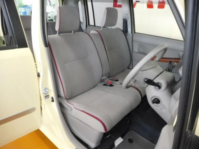 スッキリしたデザインで上質な運転席周りです!居心地のよい運転席で、長時間車内にいても疲れにくいです!