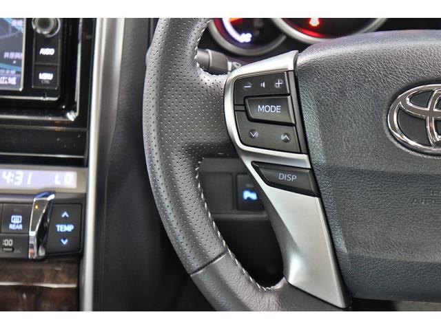 ●運転席は高級感のある空間となっており機能も充実!!