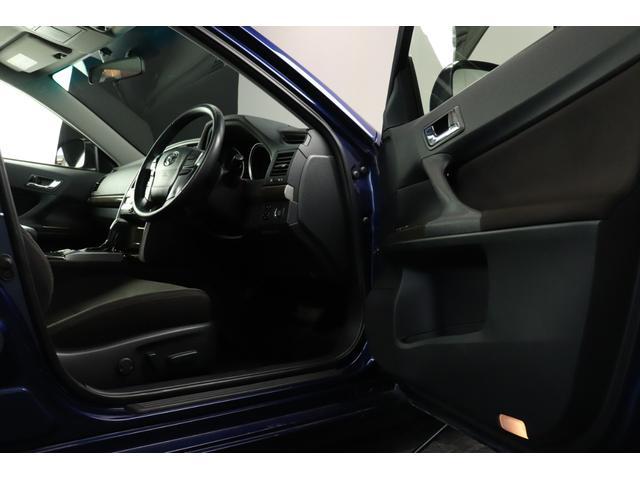 ●運転席は高級感のある空間となっており機能も充実!
