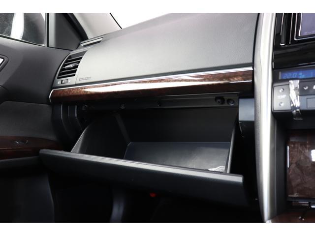 ●グローブボックス内は大きめの設計になっていますので、車内が散らかることもなくなりますね!!!