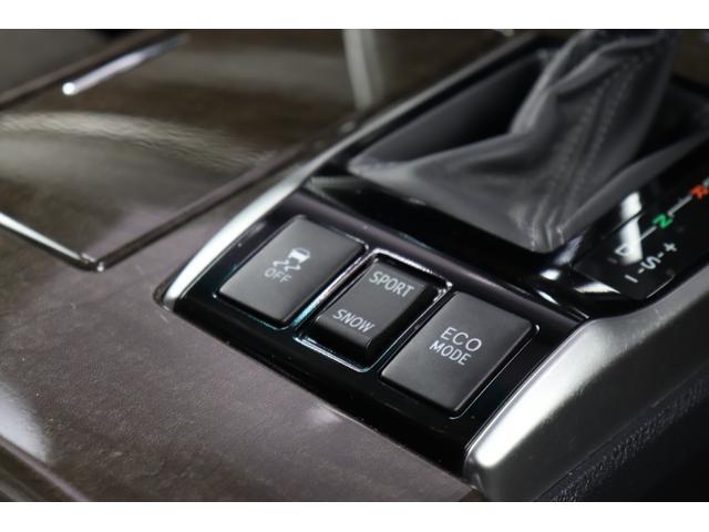 ■クラウンと共通のプラットフォーム、2500ccの6気筒エンジン、6速ATという内容に、2000ccクラスとは全然違う標準装備、ワンランク上の内装ですよ♪
