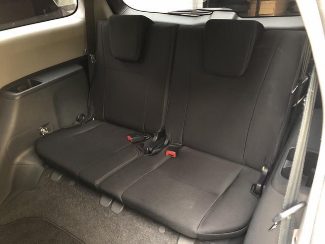 サードシートです。突然乗車するひとが増えた時に便利です!