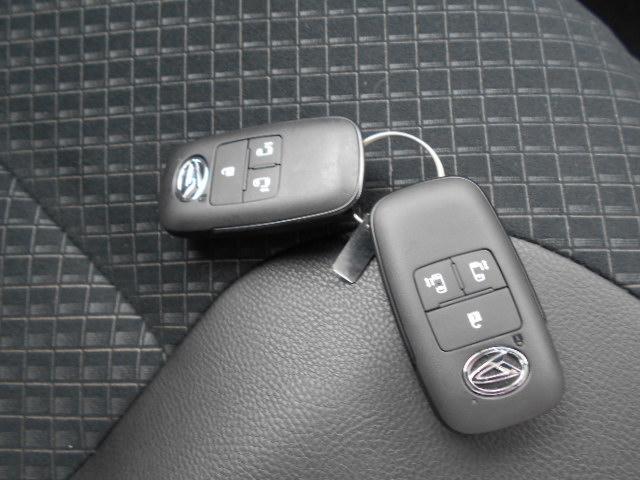 スマートキーを携帯していれば雨の日のドアの施錠もボタンひとつで便利です♪