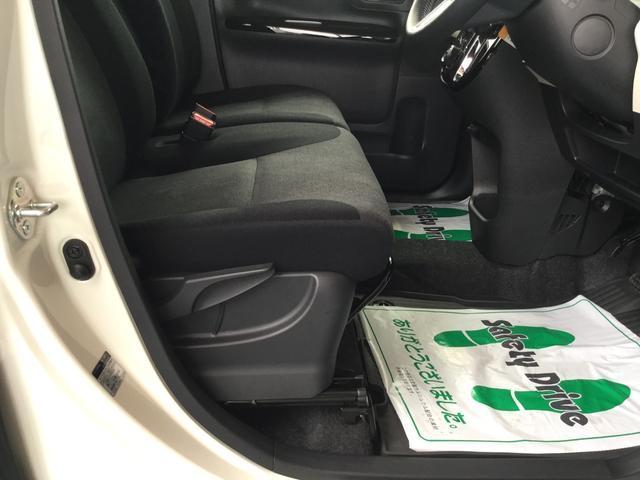 """運転席の座面の高さを調整できる""""シートリフター""""&ハンドルの高さを調整できる""""チルトステアリング""""で運転姿勢もぴったりフィットします♪"""