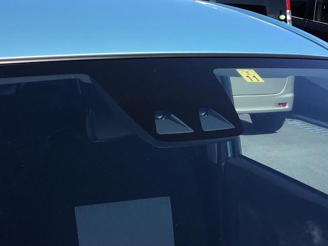 スマートアシスト3搭載!走行中に前方の車両や歩行者をステレオカメラが検知し、衝突の危険性があると判断した場合、ブザー音とメーター内表示でお知らせします。