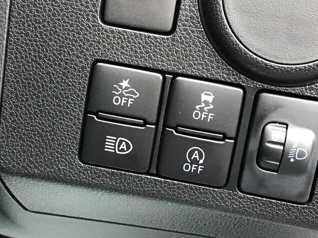 スマートアシストなど各種スイッチは、運転手が操作しやすい配置になっています。