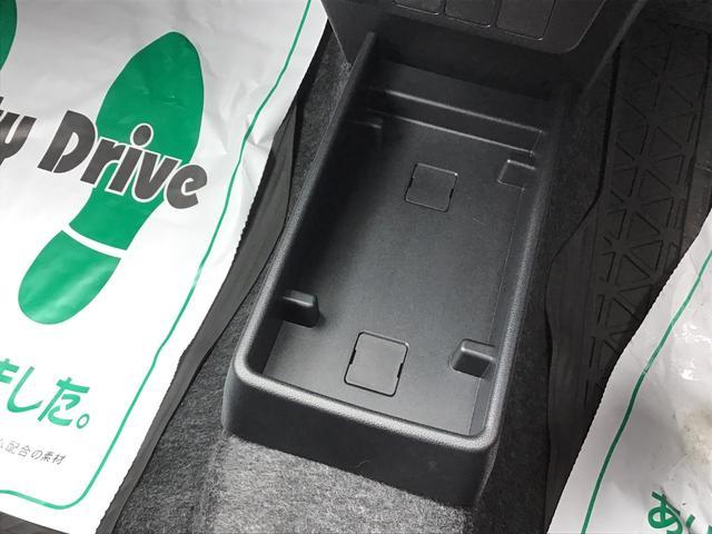フロント足元にはティッシュボックス等を置くことが出来るスペースがあります♪