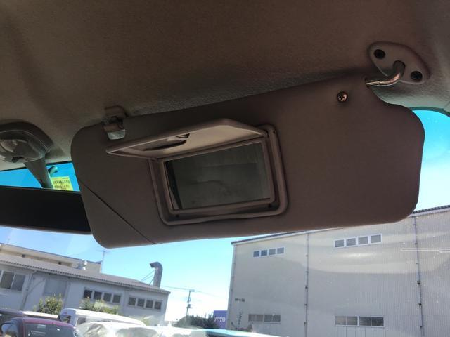 サンバイザーにはバニティミラー(鏡)も装備されます♪女性ユーザーには特にご好評です♪