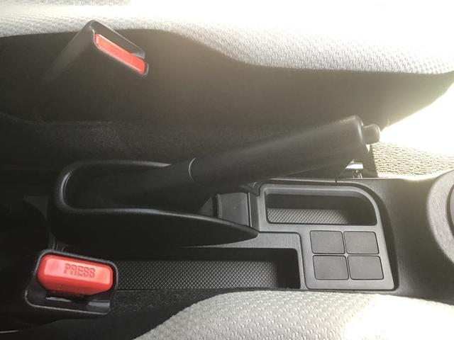 手元で簡単操作で楽々の駐車ハンドブレ-キになります。手元にありますので直ぐに駐車レバ-が引けます。