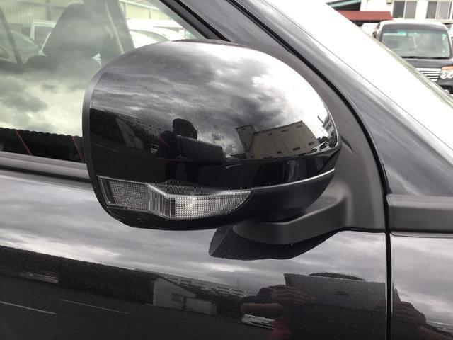 ドアミラーに内蔵されたウィンカーランプです!対向車からの視認性も良く、安心/安全の装備の1つですね♪