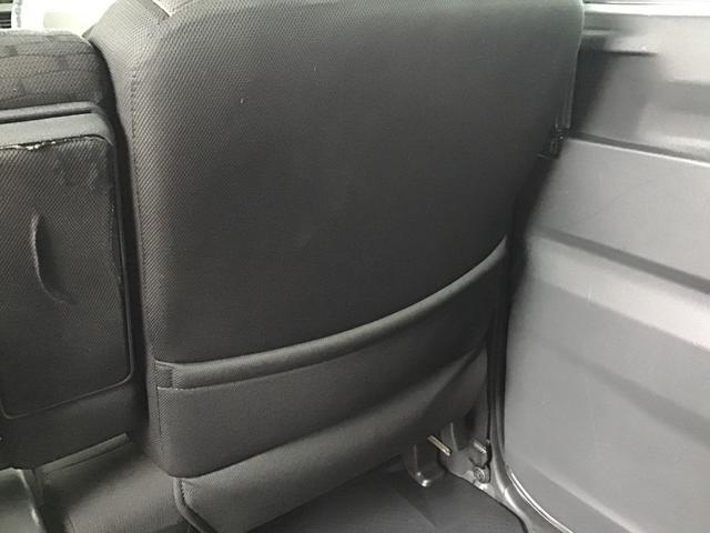 運転席裏側に後席ポケット収納が付いております。お車の整理整頓にお使いください。