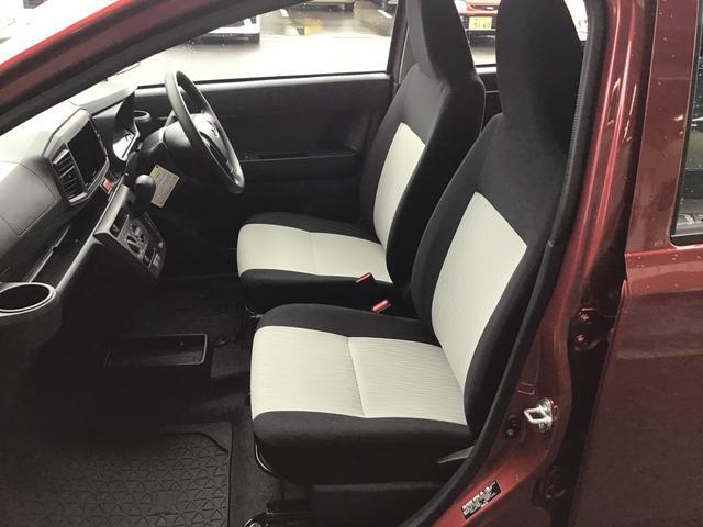 セパレートタイプのシートです。ブラックを基調とした汚れも目立ちにくいカラーです♪