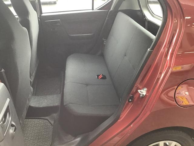 軽自動車と感じさせないと思うほど程に広々としたリヤシートです!ぜひ実車にてお確かめ下さい!