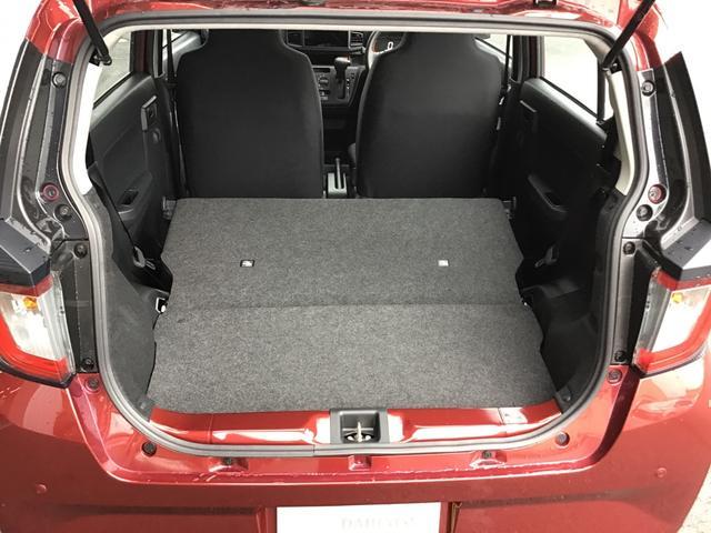 リヤシートはワンタッチで格納可能です!あっという間に大きな荷室が確保できます。出先での急な買い物にも困りませんね♪