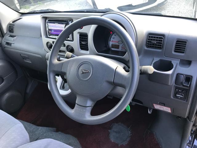 運転席はこのような感じです