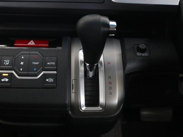 2.0 スパーダ Zi 禁煙車 HDDインターナビ フルセグ(11枚目)