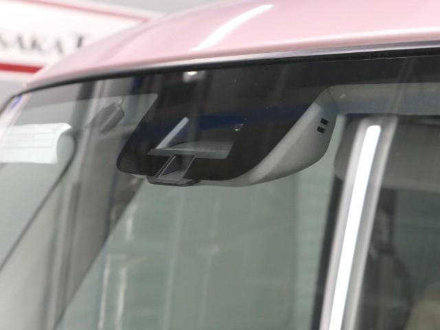 低速(約5〜30Km/h)で走行中にレーザーレーダーが前方車両との衝突を回避出来ないと判断した時に自動で強いブレーキをかけて衝突の回避または、衝突時の被害軽減を図る機能です。