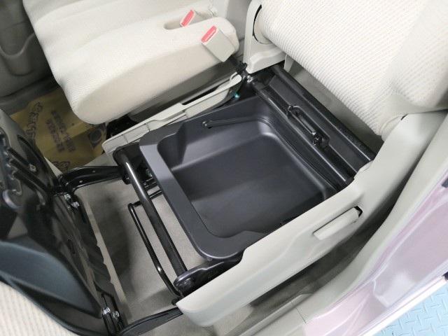 助手席の座面を上に持ち上げたら下に取り外し可能なBOXがありますので、場所もとらずコンパクトに収まるのでGoodですね♪