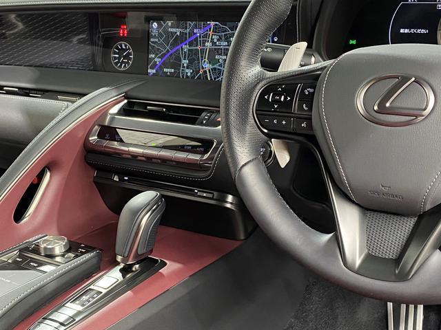 LC500 Sパッケージ 正規品TRDフルエアロKIT 正規品TRDトランクスポイラー オプション21AW CFRPカーボンルーフ カーボンインテリアパネル 電動リアウイング 赤黒コンビベンチレーターシート ビルトインETC(65枚目)