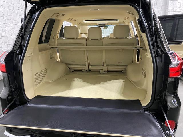 お荷物もたっぷり積んで頂けるトランクルーム♪いかがでしょうか、車検付、法定整備込みのこの価格!装備もバッチリ充実してオススメのお車♪是非お早目のご検討を宜しくお願い致します(^^♪