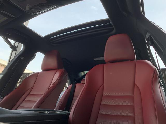IS300h Fスポーツ 1オーナー車 禁煙車 217スターライトブラックガラスフレーク 2眼LEDヘッドライト フレアレッド本革ベンチレーター内蔵シート サンルーフ クリアランスソナー ビルトインETC2.0 バックカメラ(5枚目)
