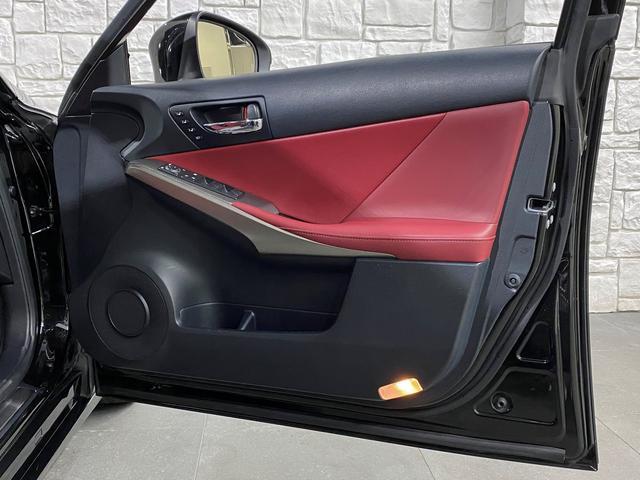 IS300h Fスポーツ 1オーナー車 禁煙車 217スターライトブラックガラスフレーク 2眼LEDヘッドライト フレアレッド本革ベンチレーター内蔵シート サンルーフ クリアランスソナー ビルトインETC2.0 バックカメラ(61枚目)
