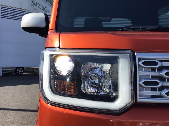 ☆白く明るい光で、夜間の走りをサポート。安心感を高めるほか、消費電力を抑えて低燃費にも貢献。車両姿勢の変化に応じて、光の照らす方向を調整できるマニュアルレベリング機能付きです。