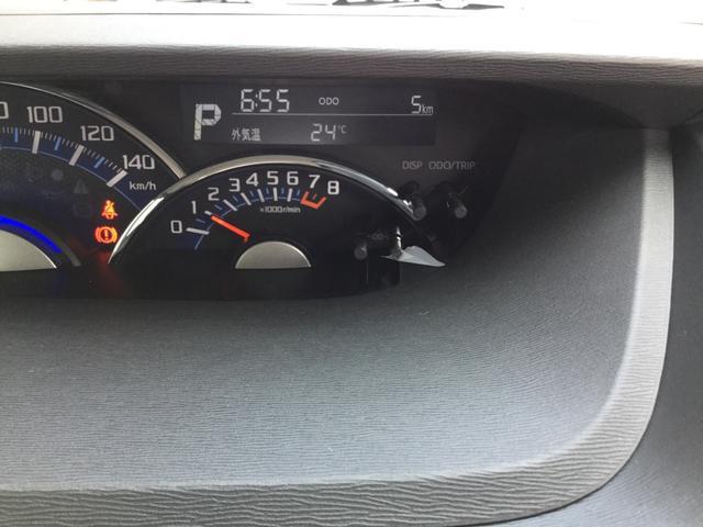 運転席から各種ボタンが操作しやすいように設計されたデザインになっております。