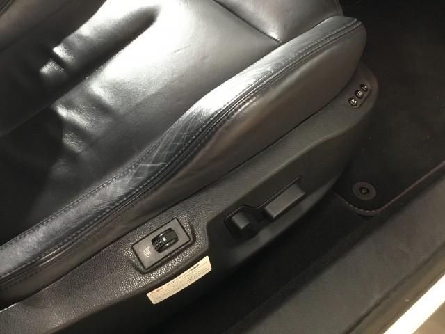ベースグレード ブラックレザー・ナビ・フルセグTV・バックカメラ・コーナーセンサー・Bluetooth・DVD再生・CD・ETC・GPSレーダー・パワーシート・シートヒーター・クルーズコントロール・HIDライト(17枚目)