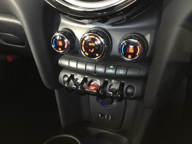クーパーD コンフォートアクセス・ナビ・Bluetooth・USB・ETC・プッシュスタート・アディショナルヘッドランプ・アイドリングストップ・LEDライト・LEDフォグランプ(11枚目)