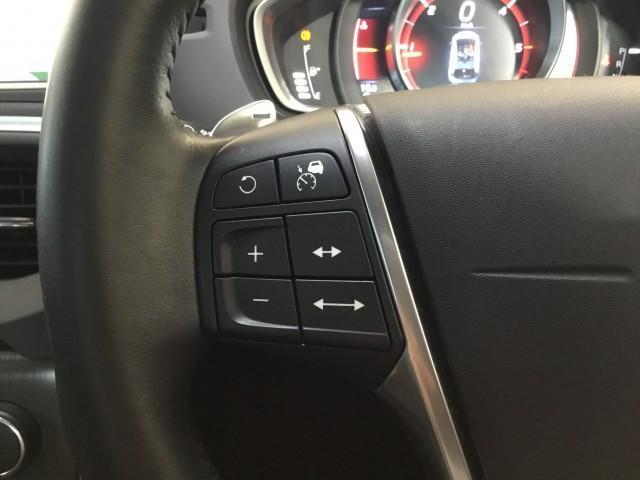 D4 SE インテリジェントセフティ・ナビ・フルセグTV・バックカメラ・コーナーセンサー・Bluetooth・DVD・USB・追突回避軽減・アクティブクルーズコントロール・アクティブハイビー・ブラインドスポット(13枚目)