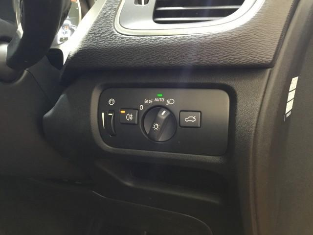 D4 SE インテリジェントセフティ・ナビ・フルセグTV・バックカメラ・コーナーセンサー・Bluetooth・DVD・USB・追突回避軽減・アクティブクルーズコントロール・アクティブハイビー・ブラインドスポット(15枚目)