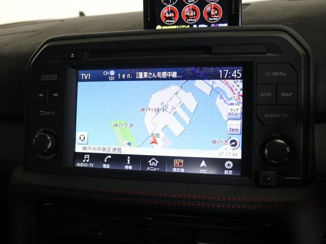 オートエアコンにセットアップスイッチはサスペンションやトランスミッション、VDC-Rのレバーは各シーンに合わせてセッティングできます。