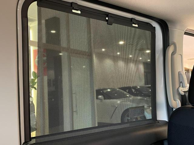 Gプラスエディションには後席ロールサンシェードも装備されます。