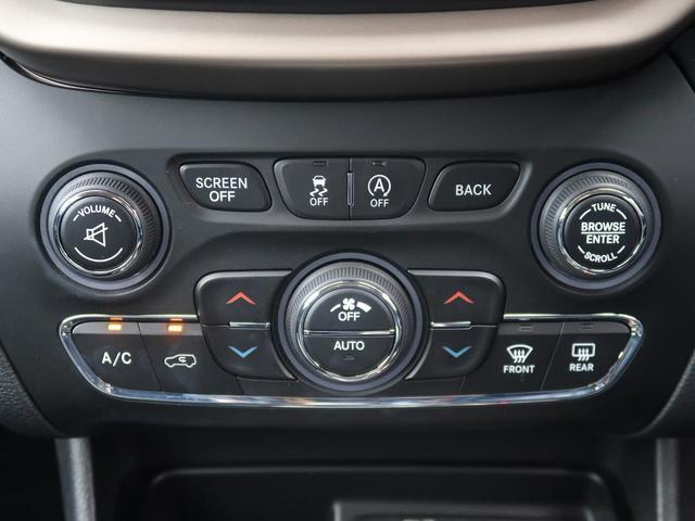 左右独立エアコンになっておりますので、運転席側と助手席側で異なる温度の風を出すことが可能ですので隣の人に気を使わなくても大丈夫♪