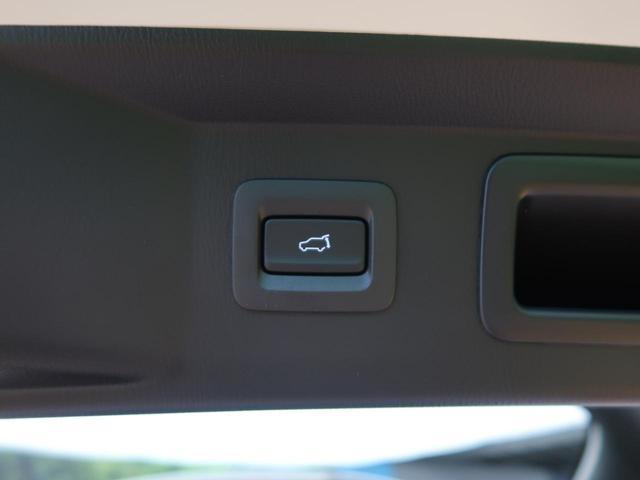 パワーバックドアが装備されております。ボタン一つで重たいバックドアもワンタッチで開閉が可能になります。買い物帰り等の利用の際にあると助かりますよね♪
