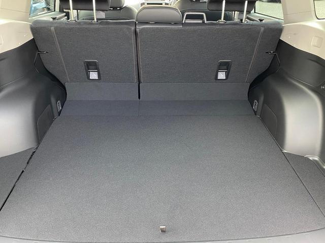 ☆車内は天井も高く足元も広々しています♪心おきなくおくつろぎ頂けますね♪