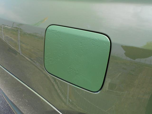 給油口が自家塗装されています。