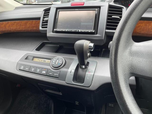 インパネ周り綺麗に保たれております!充実装備で運転も快適!