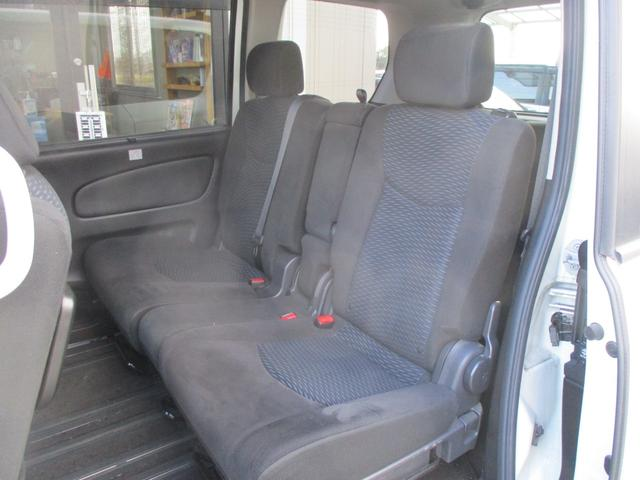 後部座席側シート  使用感少なく綺麗です