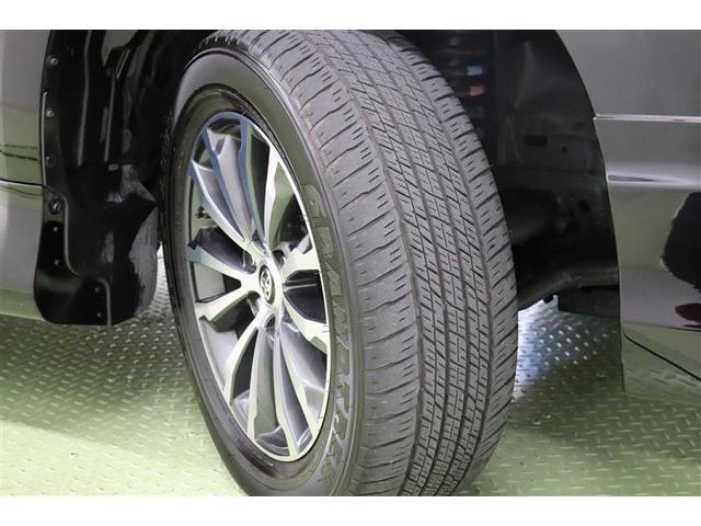タイヤサイズはハイスペックな265/55R19。スタイリッシュな純正アルミホイール装着です。足元を引き締めてくれ、しっかりした走りも楽しめます。