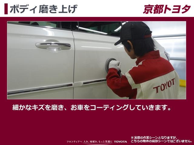 【ボディ磨き上げ】細かなキズを磨き、お車全体をコーティングしていきます。